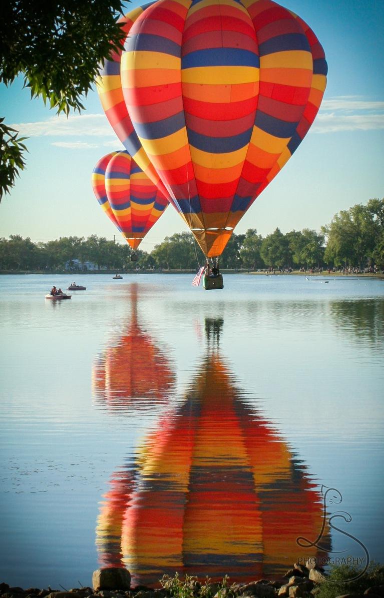 balloon classic over lake